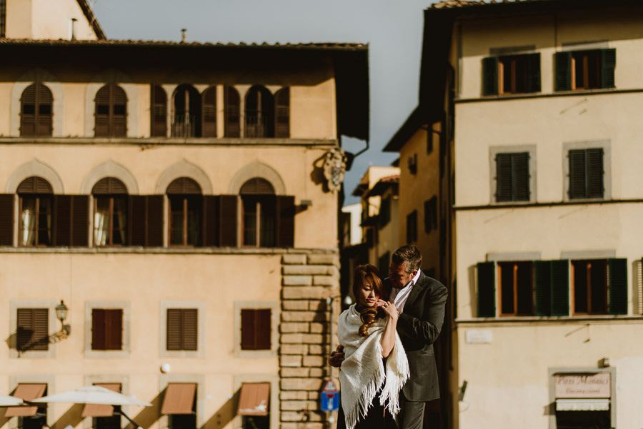 Couple portrait photography florence tuscany italy Piazza Pitti