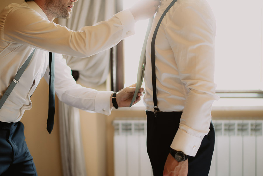 relaxed funny wedding private villa photohraphy groom getting r