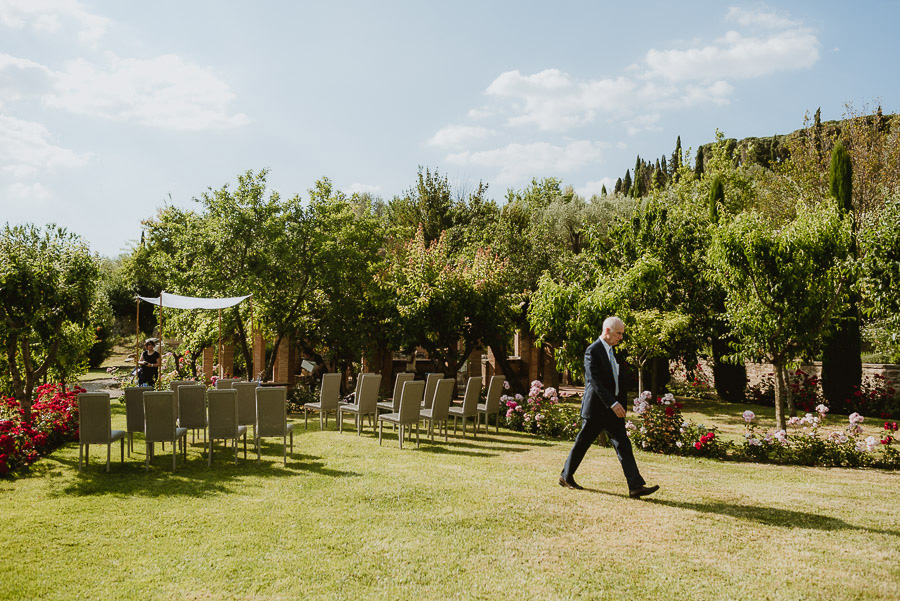 intimate wedding in Tuscan Villa outdoor ceremony