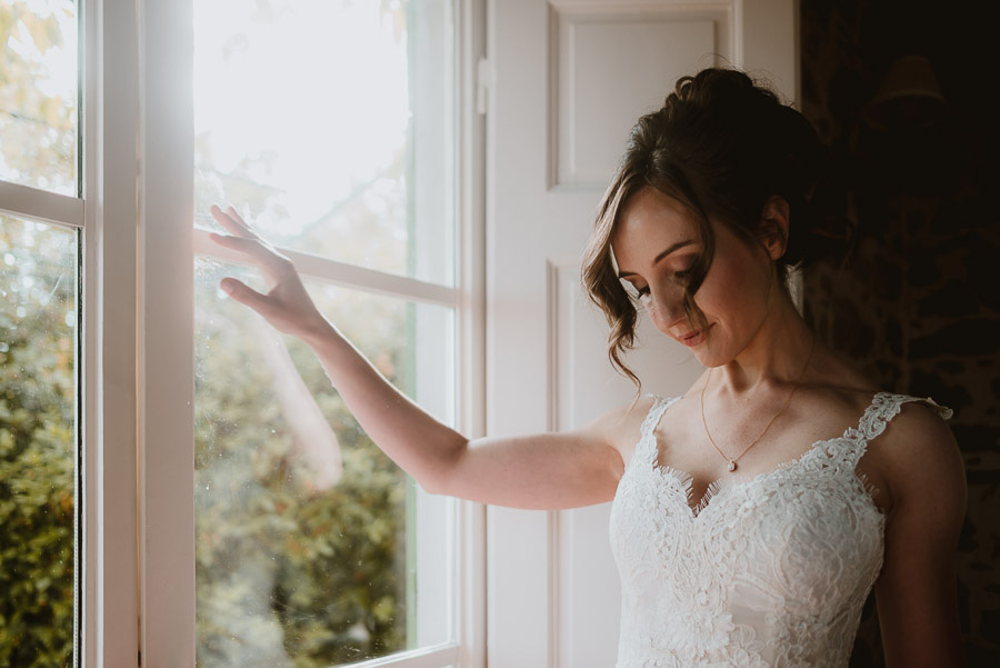 Relaxed wedding in Tuscan Villa bride gwearing wedding dress