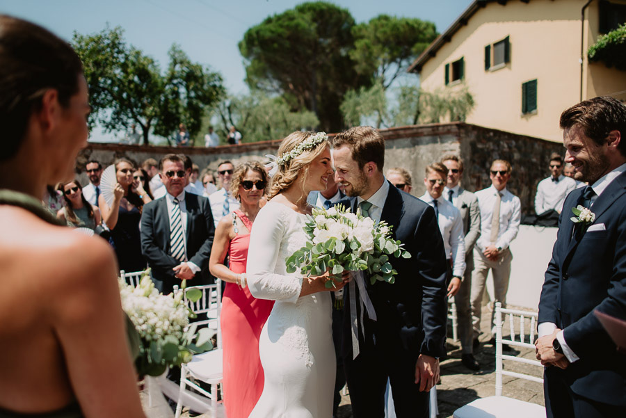 relaxed funny wedding private villa photohraphy outdoor ceremony