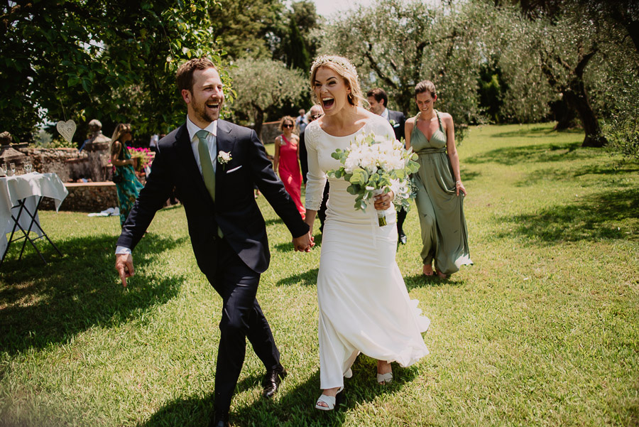 relaxed funny wedding private villa photohraphy wedding ceremony