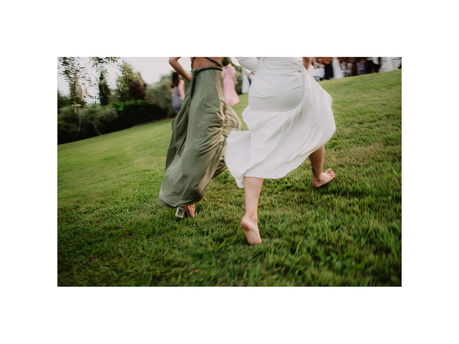 relaxed funny wedding private villa photohraphy romantic couple