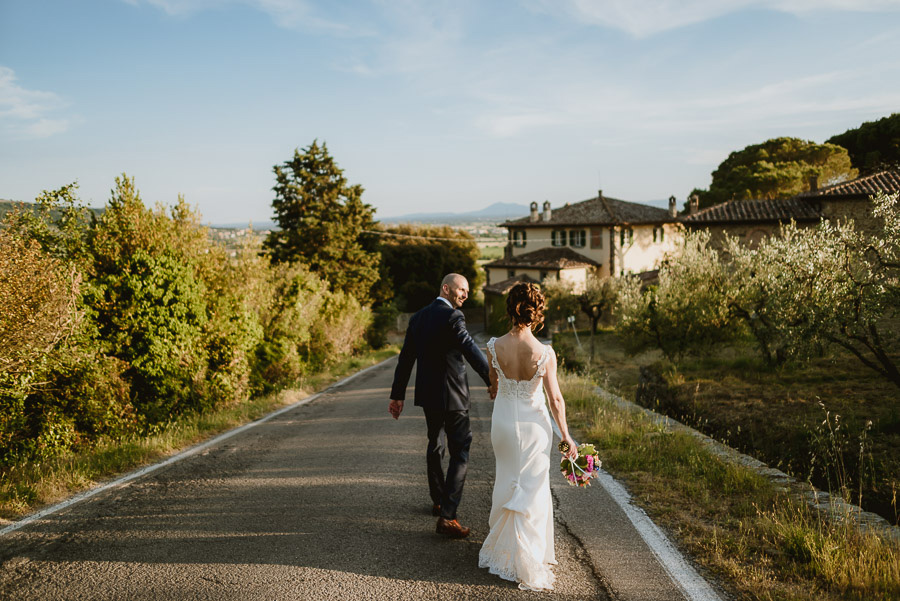 relaxed wedding in Tuscany bride groom best portrait