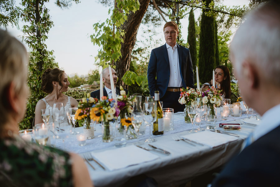intimate wedding in Tuscan Villa relaxed outdoor dinner