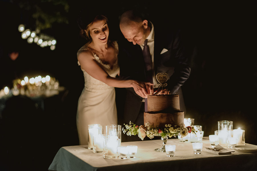 intimate wedding in Tuscany wedding cake