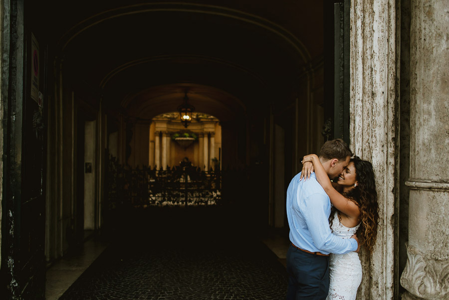 wedding photographer rome intimate engagement session
