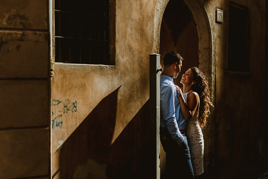 wedding photographer rome romantic couple session
