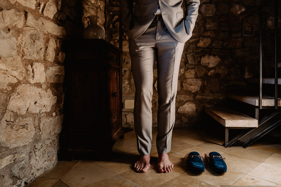Exclusive wedding photographer tuscany italy bride getting shoes