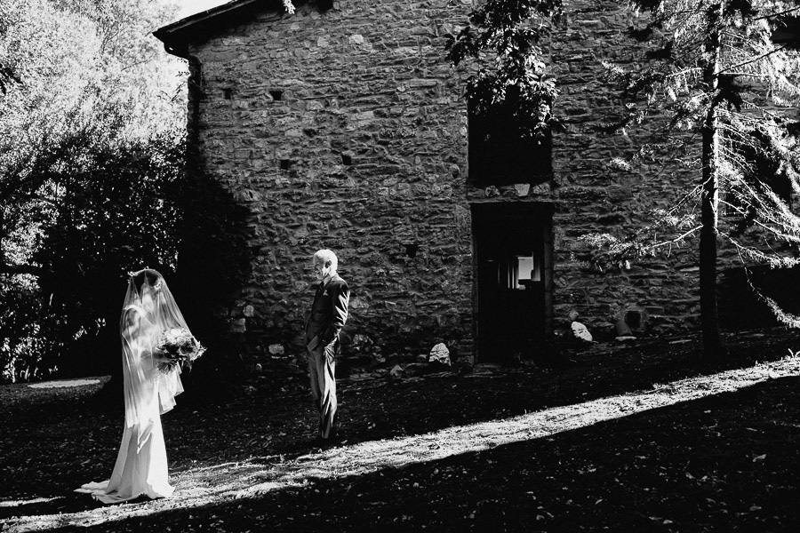 Exclusive wedding photographer tuscany italy bride father first