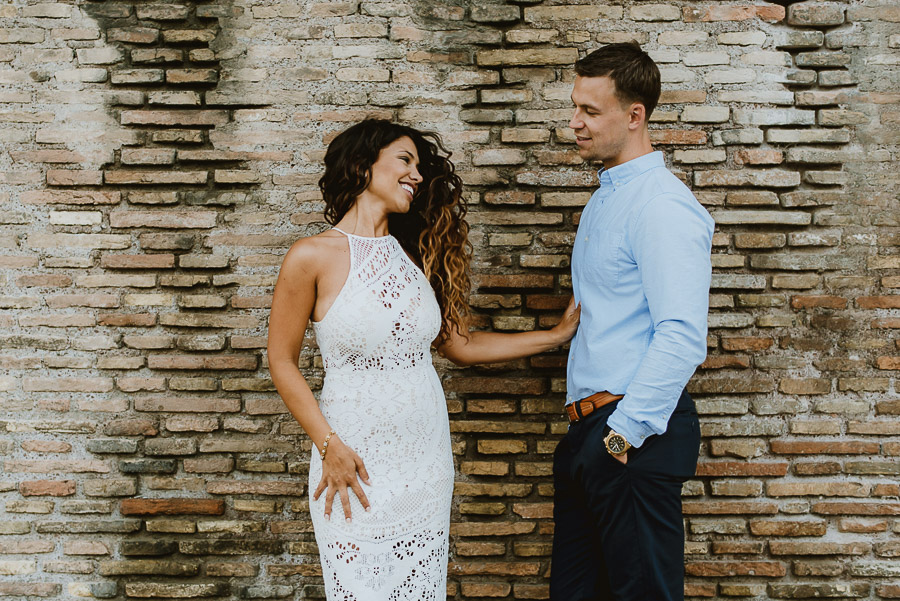 wedding photographer rome romantic couple session lungotevere