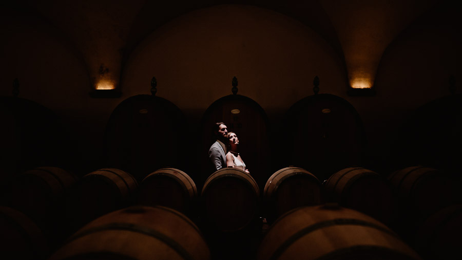 Exclusive italian wedding photographer castiglion del bosco wine