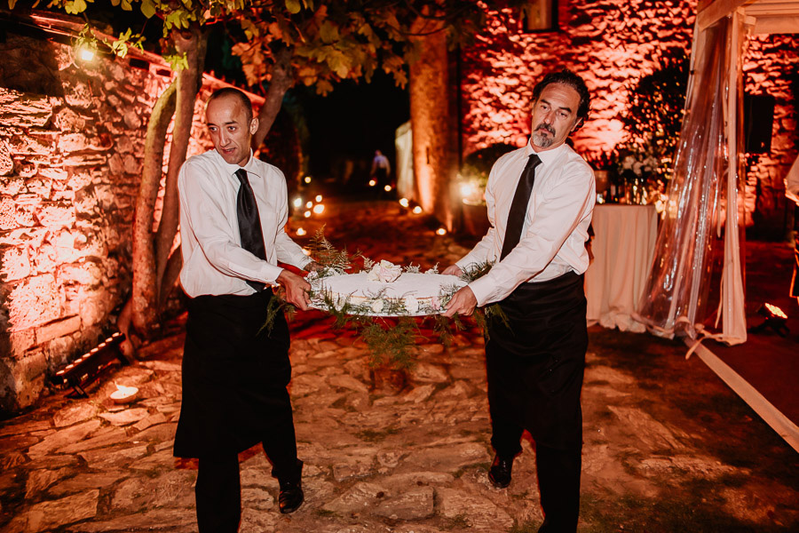 Exclusive italian wedding tuscany photographer dinner friends