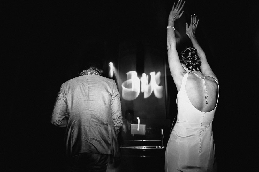 Exclusive italian wedding tuscany photographer dances end