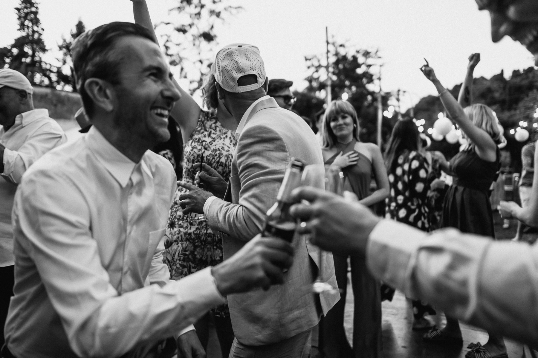 creative wedding photographer tuscany dance party dj set