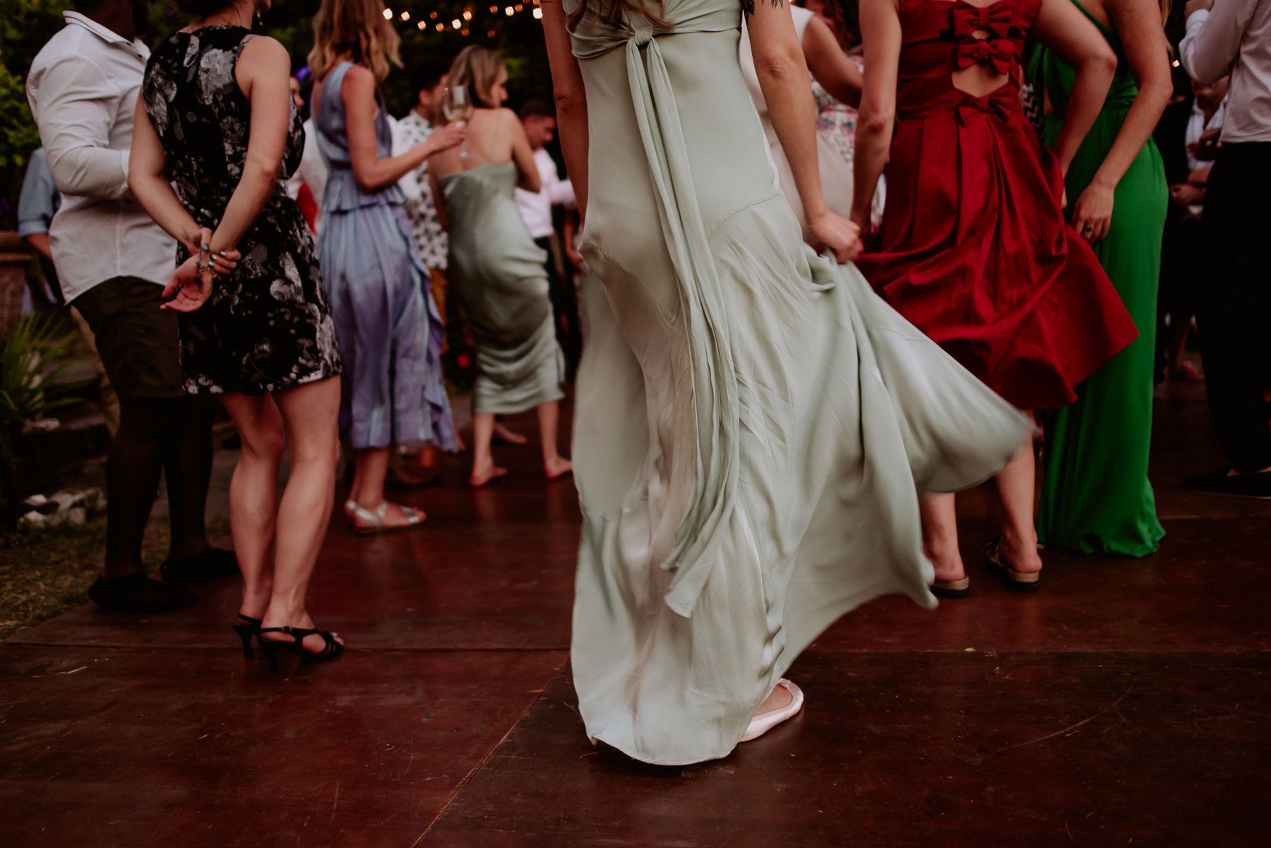 creative wedding photographer tuscany dance floor outdoor