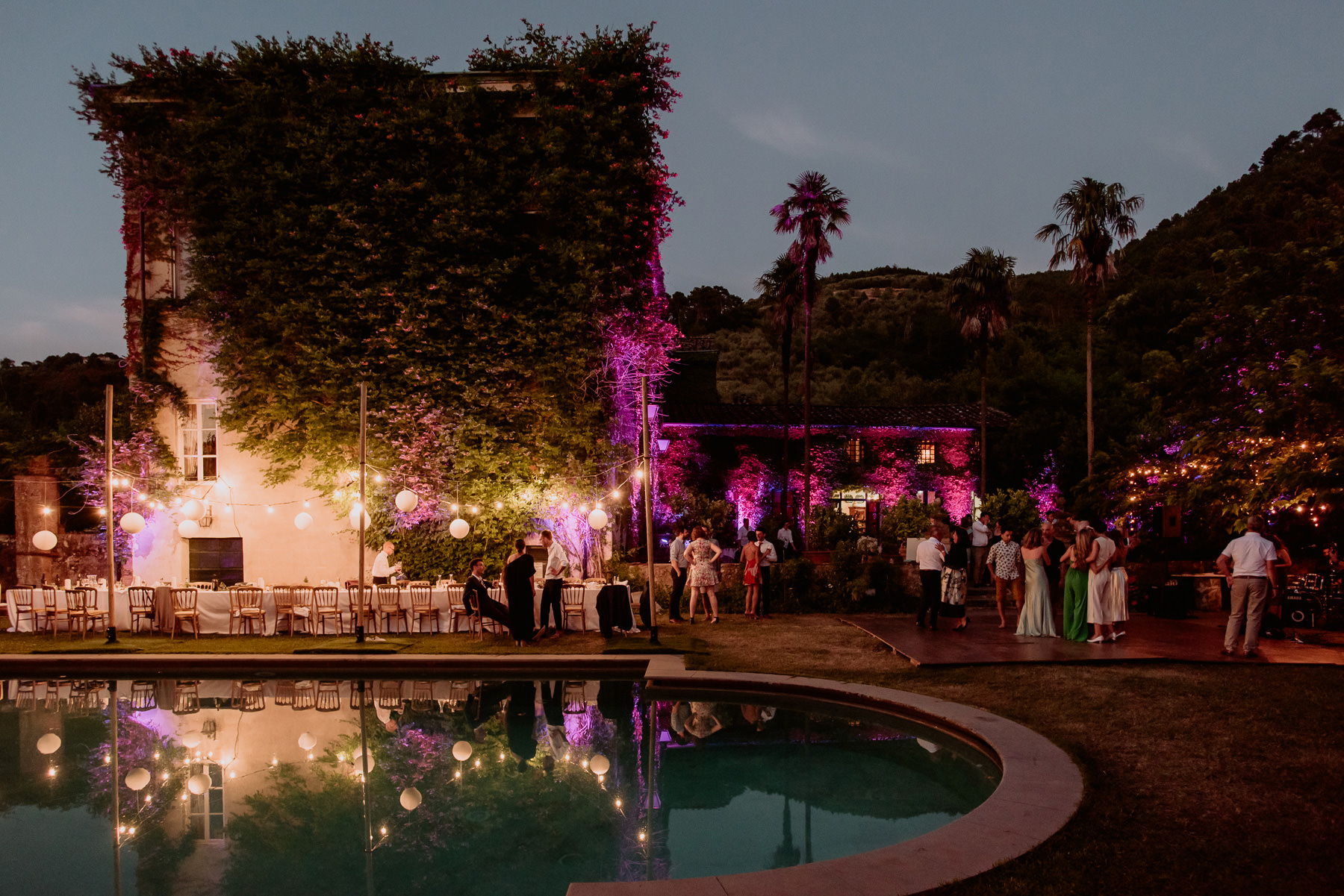 creative wedding photographer tuscany dance floor outdoor sparkl