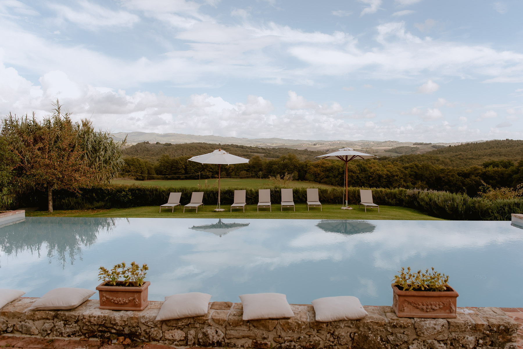intimate wedding in Tuscany Italy Borgo Stomennano Interior Deco