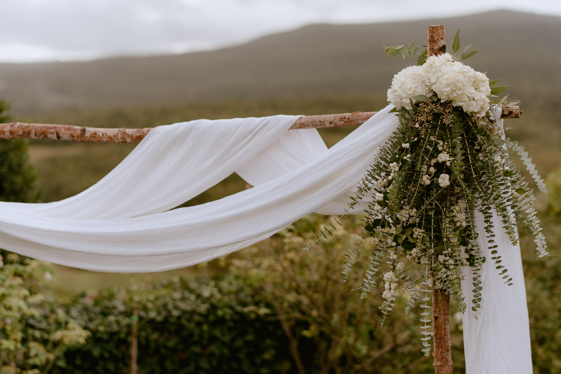 intimate wedding in Tuscany Italy Borgo Stomennano outdoor weddi