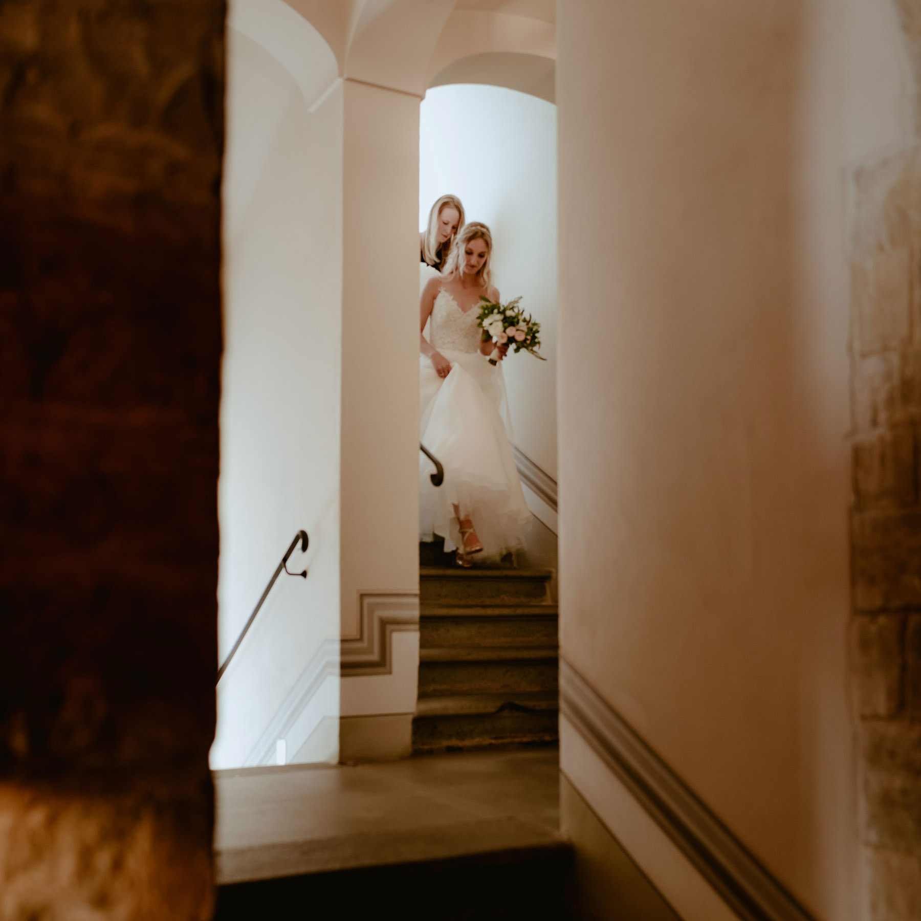 Siena wedding photographer borgo scopeto bride going down the ai