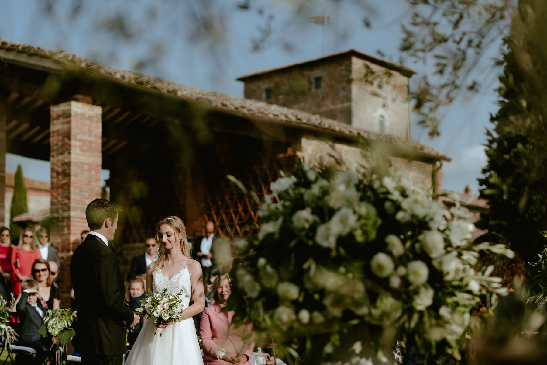 Siena wedding photographer borgo scopeto outdoor rustic ceremony