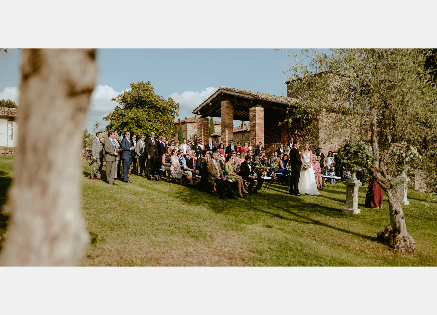 Siena wedding photographer borgo scopeto outdoor timeless ceremo