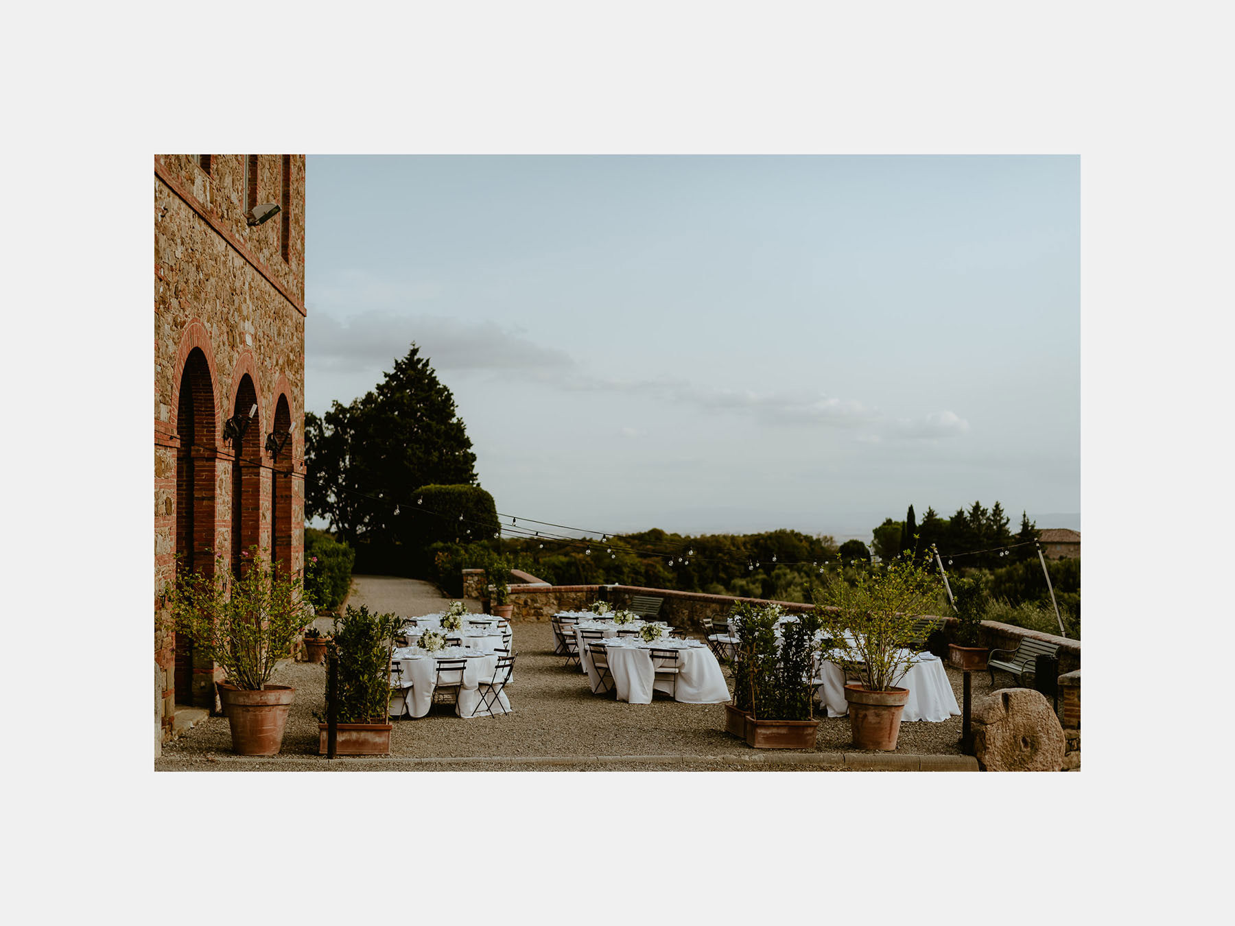 Siena wedding photographer borgo scopeto outdoor aperitif