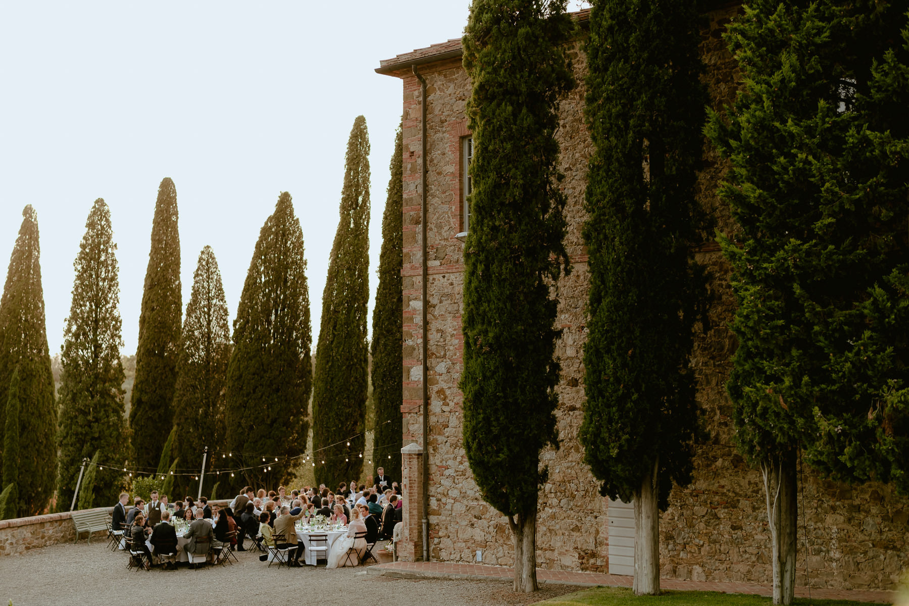Siena wedding photographer borgo scopeto outdoor dinner