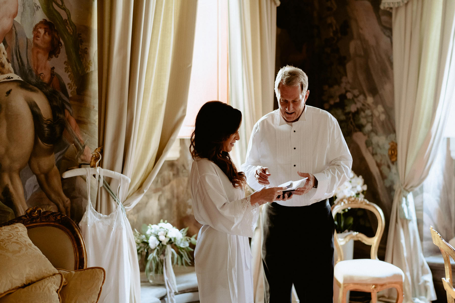 Timeless wedding in Florence Tuscany piazza pitti palace bride g