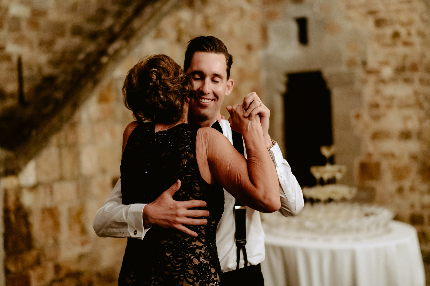 Timeless wedding in Florence Tuscany vincigliata castle first da