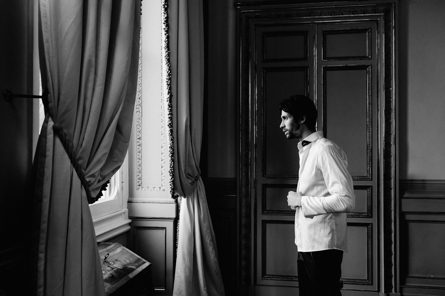 florence-elegant-wedding-photography-Villa-Cora-elopement-groom-