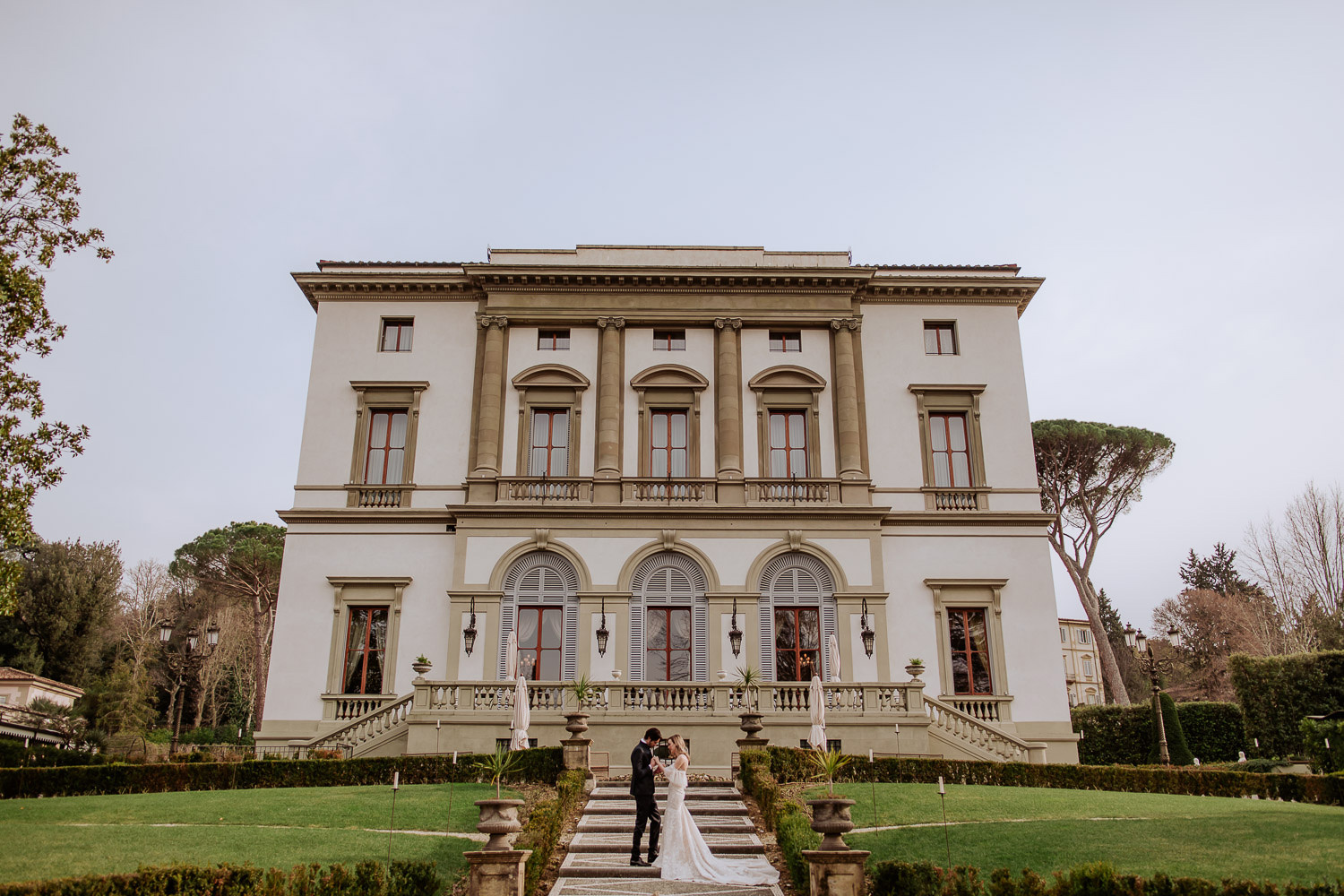 florence-elegant-wedding-photography-Villa-Cora-elopement-bride-