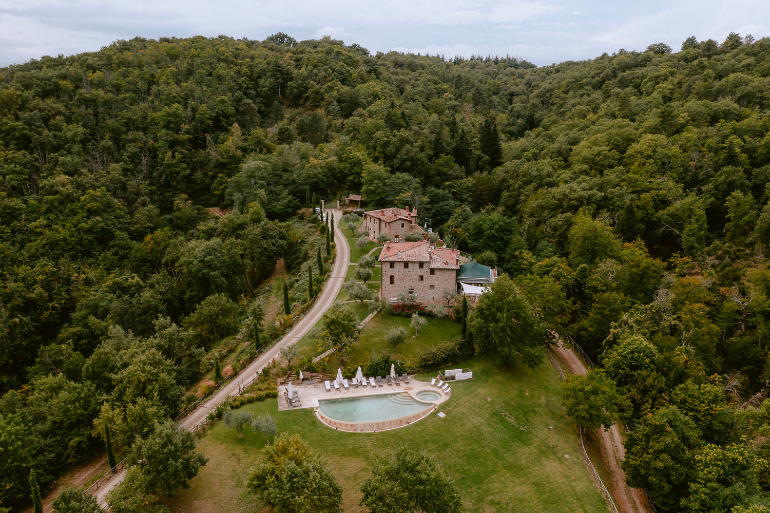 intimate wedding private villa tuscany photographer garden outdoor