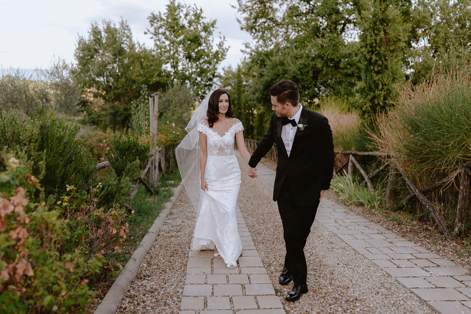 intimate wedding private villa tuscany photographer bride groom intimate portrait photos