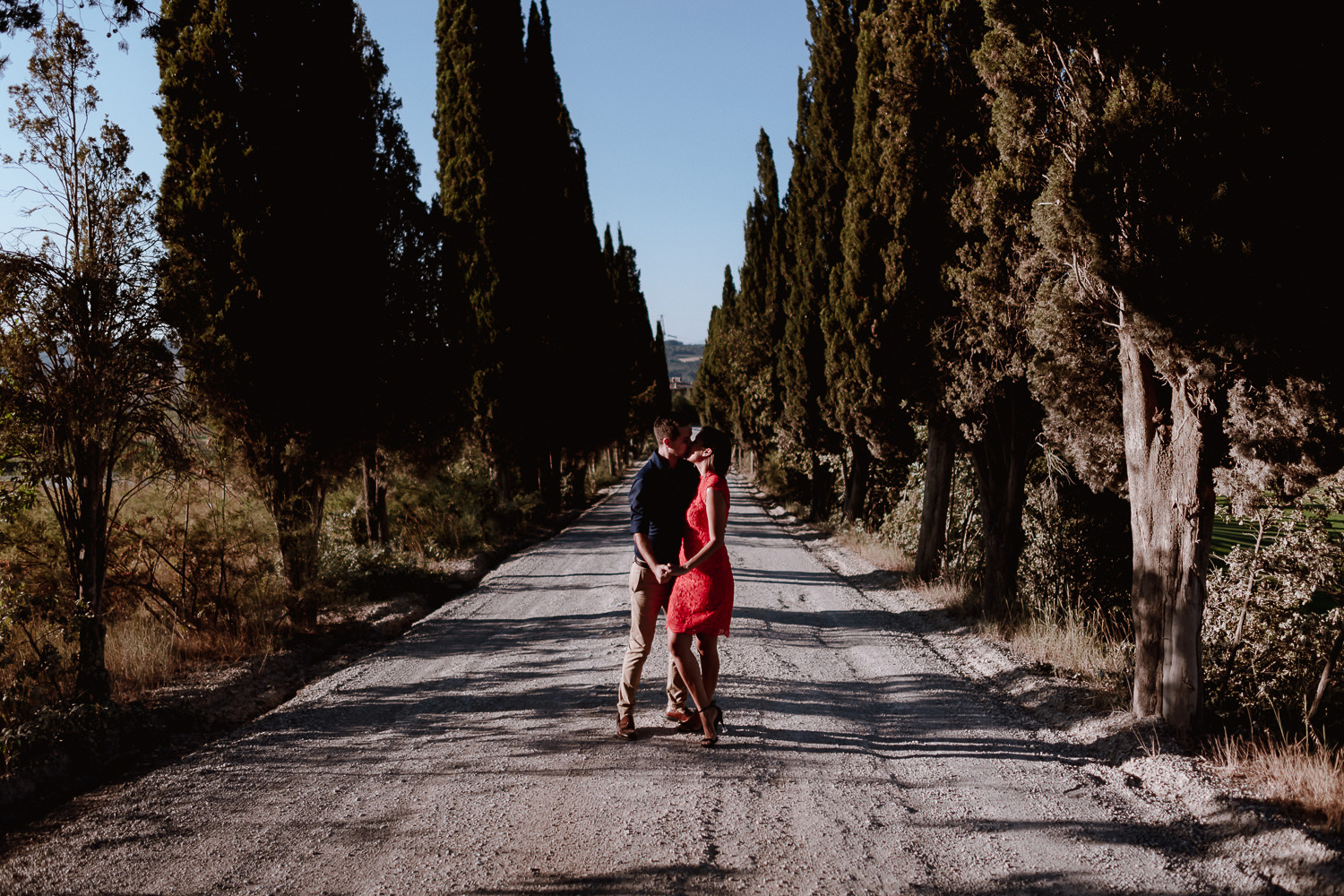 engagement photographer tuscan summer countryside portrait modern intimate couple