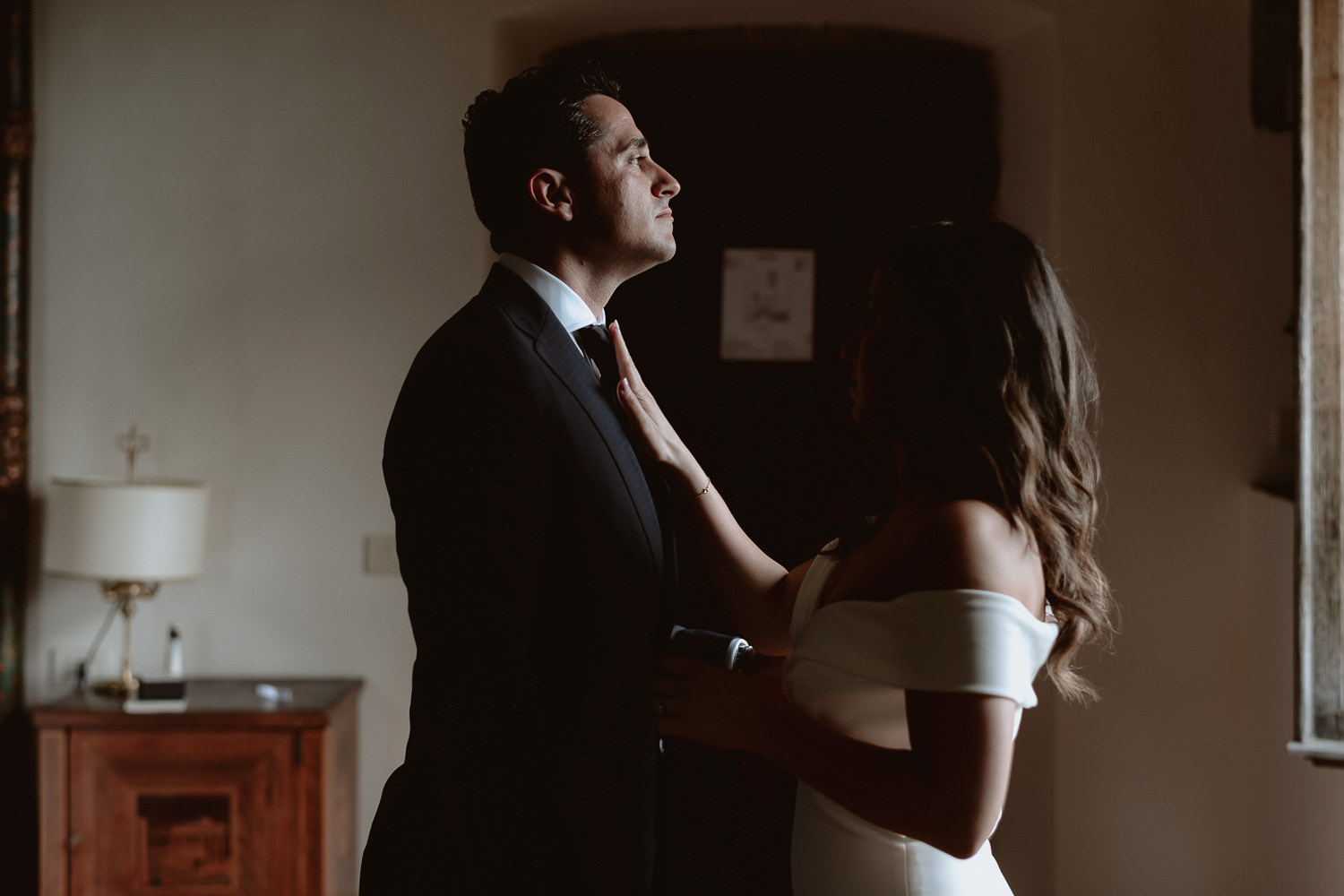 elopement photographer florence torre bellosguardo bride get ready final touches