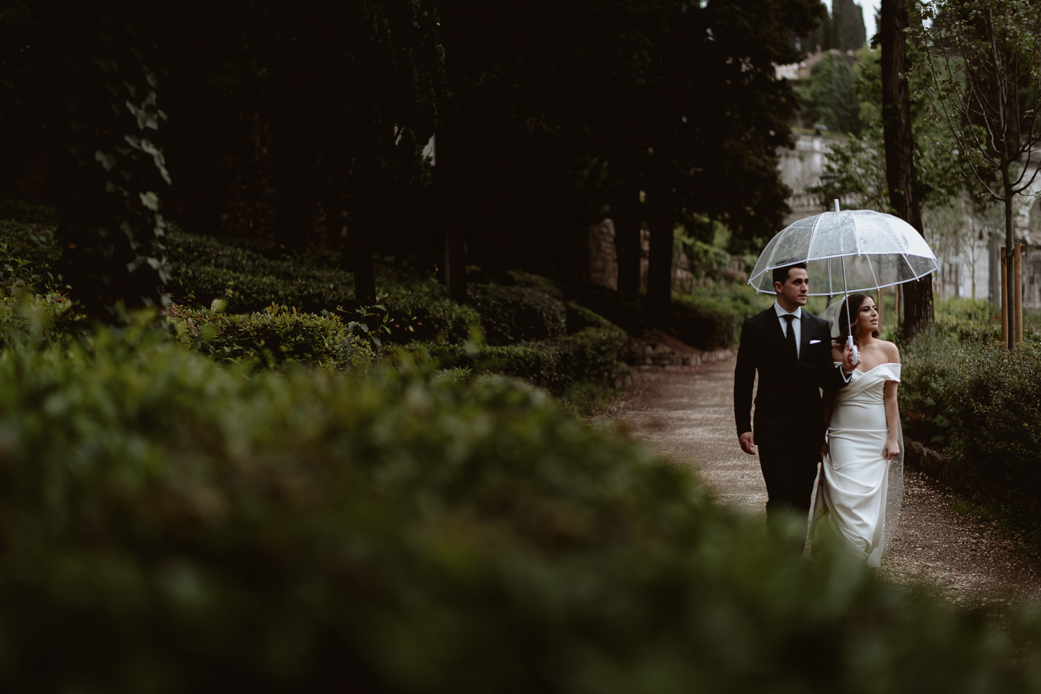 elopement photographer florence rainy portrait session piazzale michelangelo