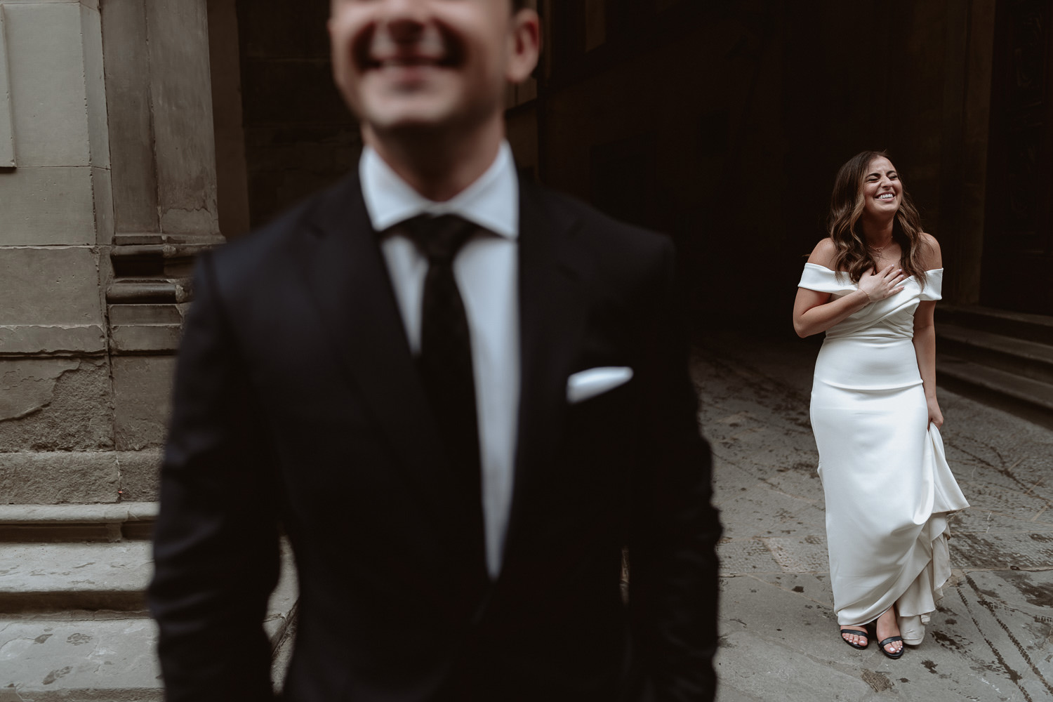 elopement photographer florence candid uffizi museum portrait session