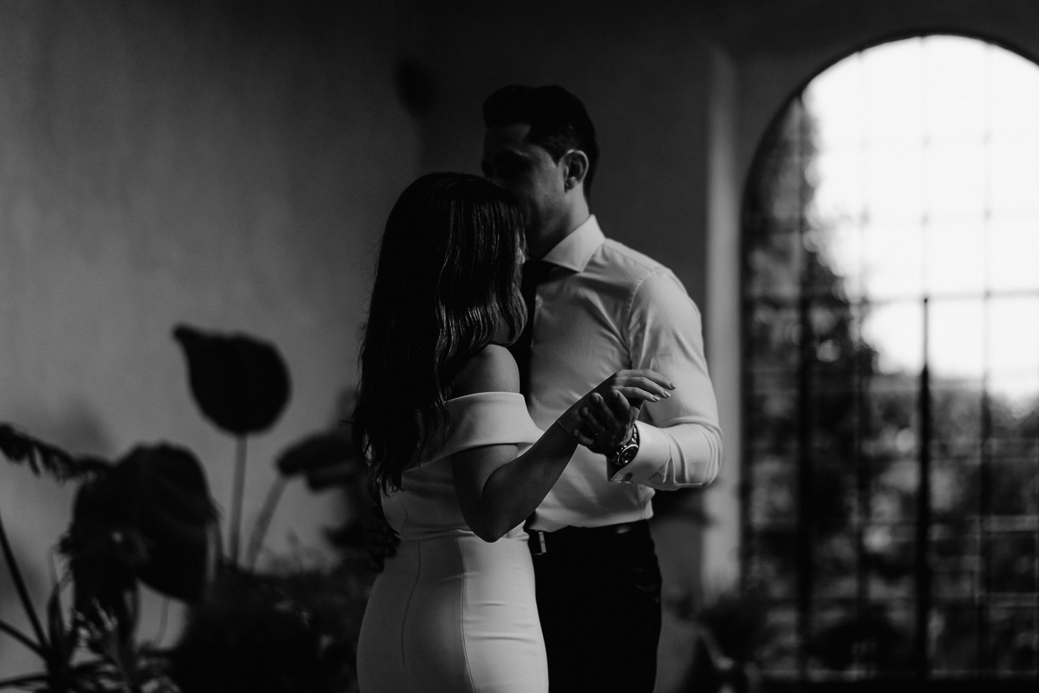 elopement photographer florence torre bellosguardo limonaia winter garden first dance