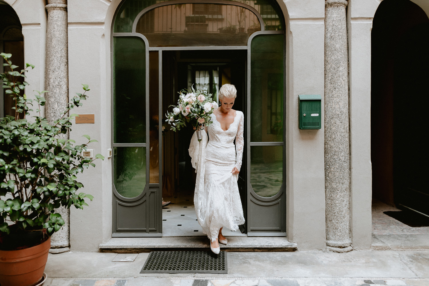 lake como wedding photographer villa pizzo bride arrival