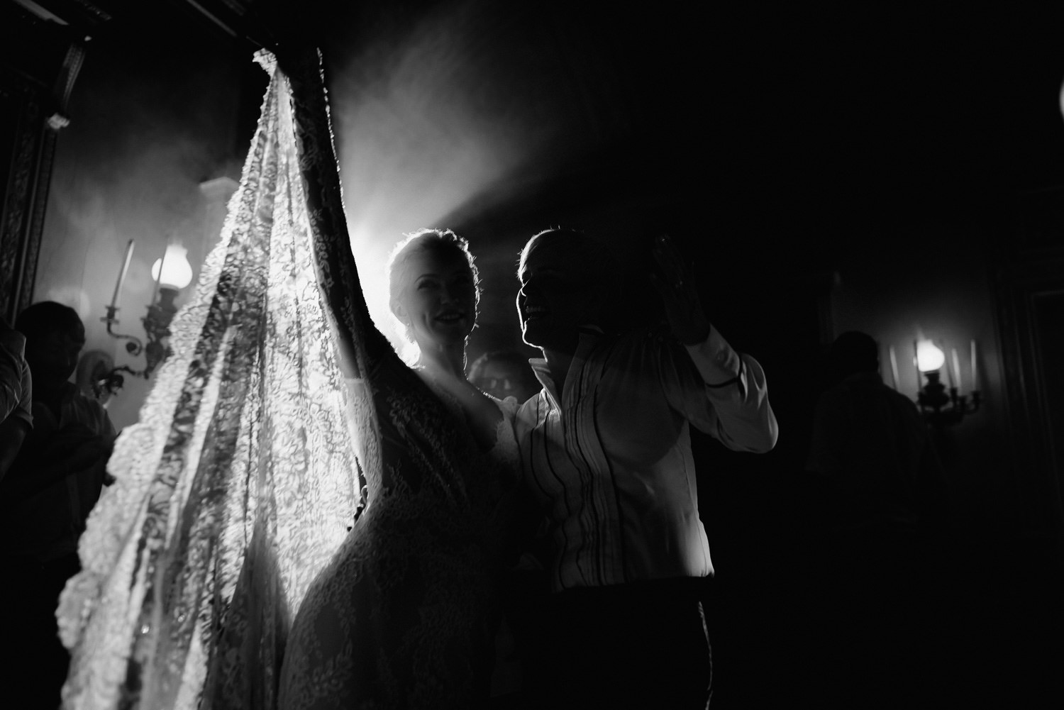 lake como wedding photographer villa pizzo first dance cacke cuting