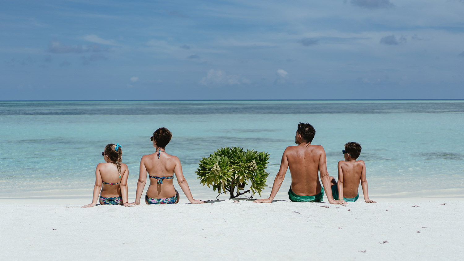 wedding photographer in maldives anniversary trip excursion relax chill out cocoon beach family