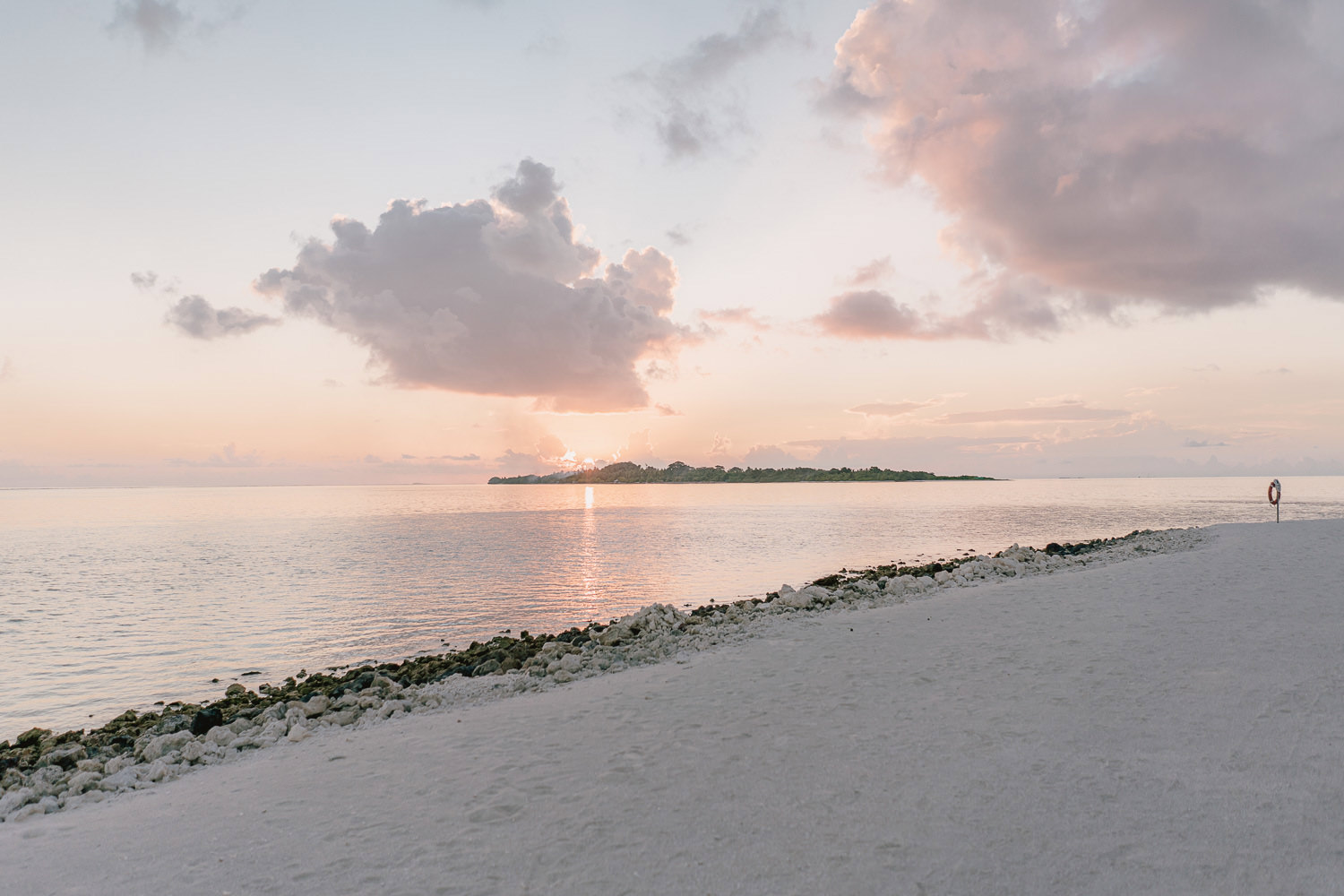 wedding photographer in maldives anniversary trip cocoon fine art photography beach sunset romantic
