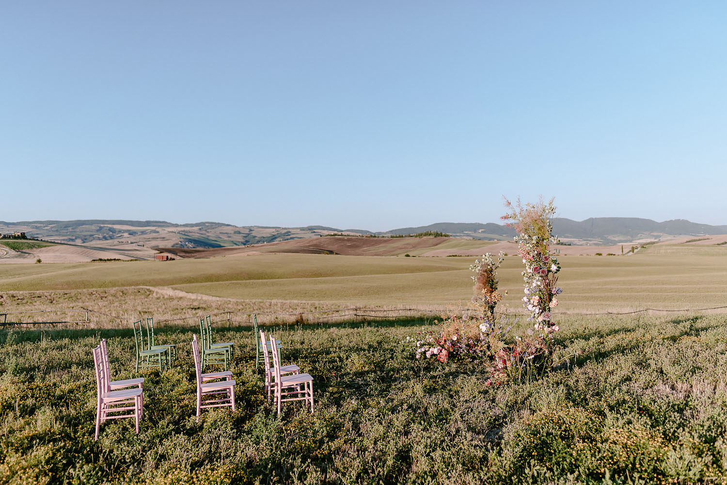 Wedding Inspiration Tuscan Rolling Hills val d orcia ceremony setup puscina flowers and eventset