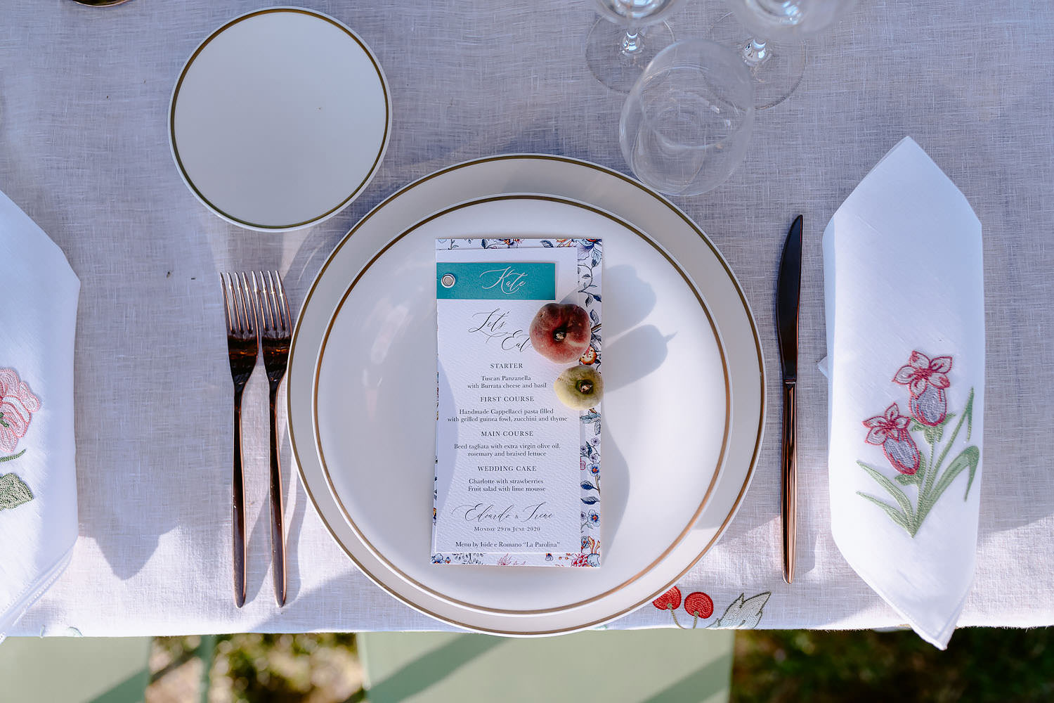 intimate Wedding Inspiration Tuscan Rolling Hills mise en place puscina flowers loretta caponi event set tuscan lab