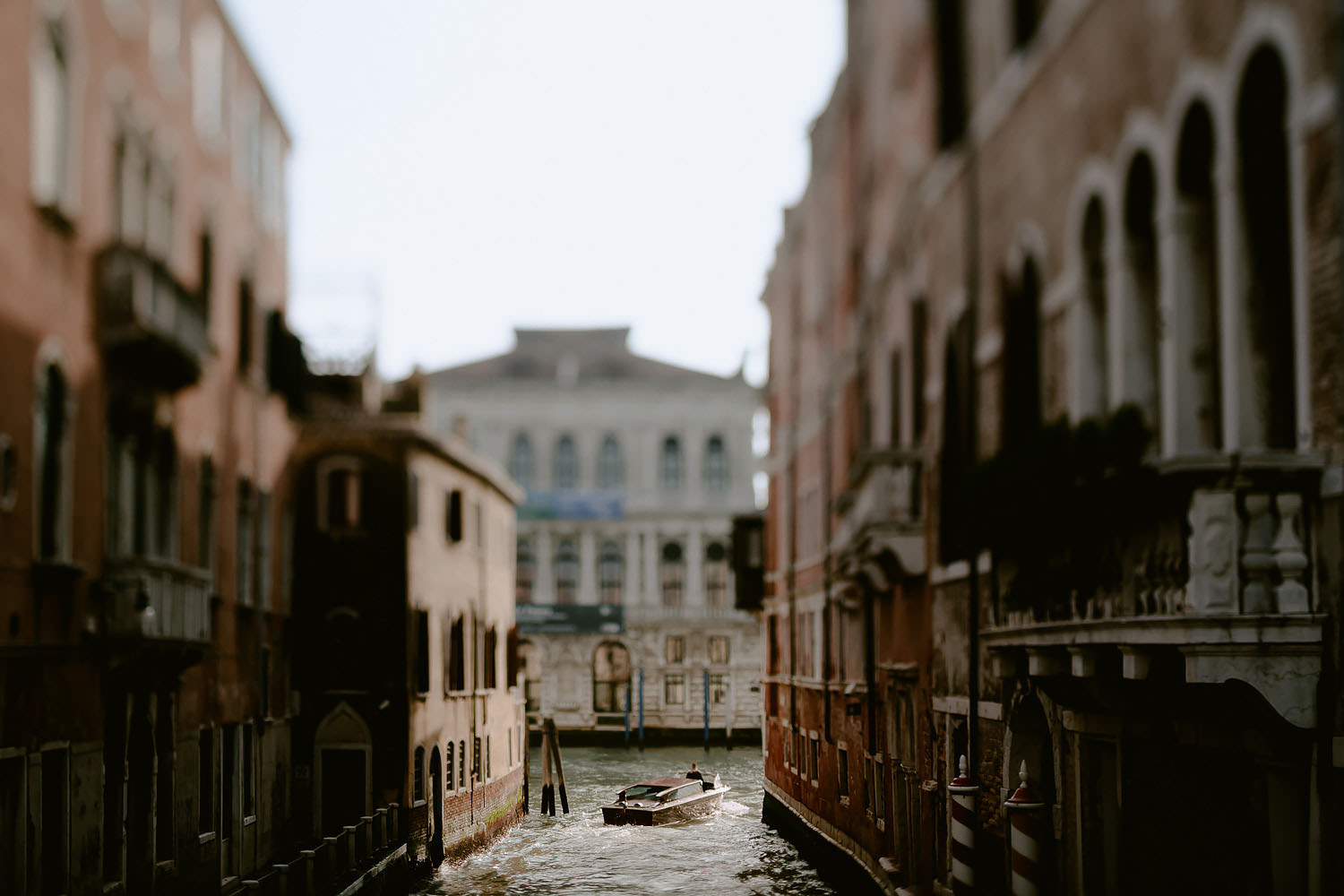 wedding photographer venice elopement photography typical canals buildings