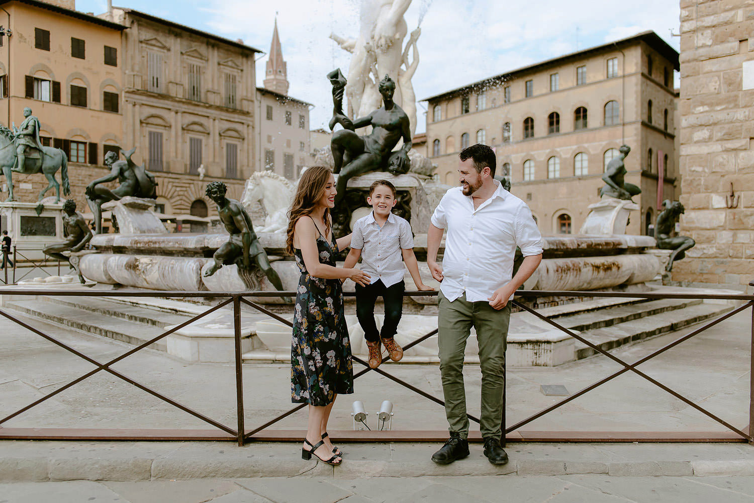 photographer florence tuscany travel vacation family piazza signoria