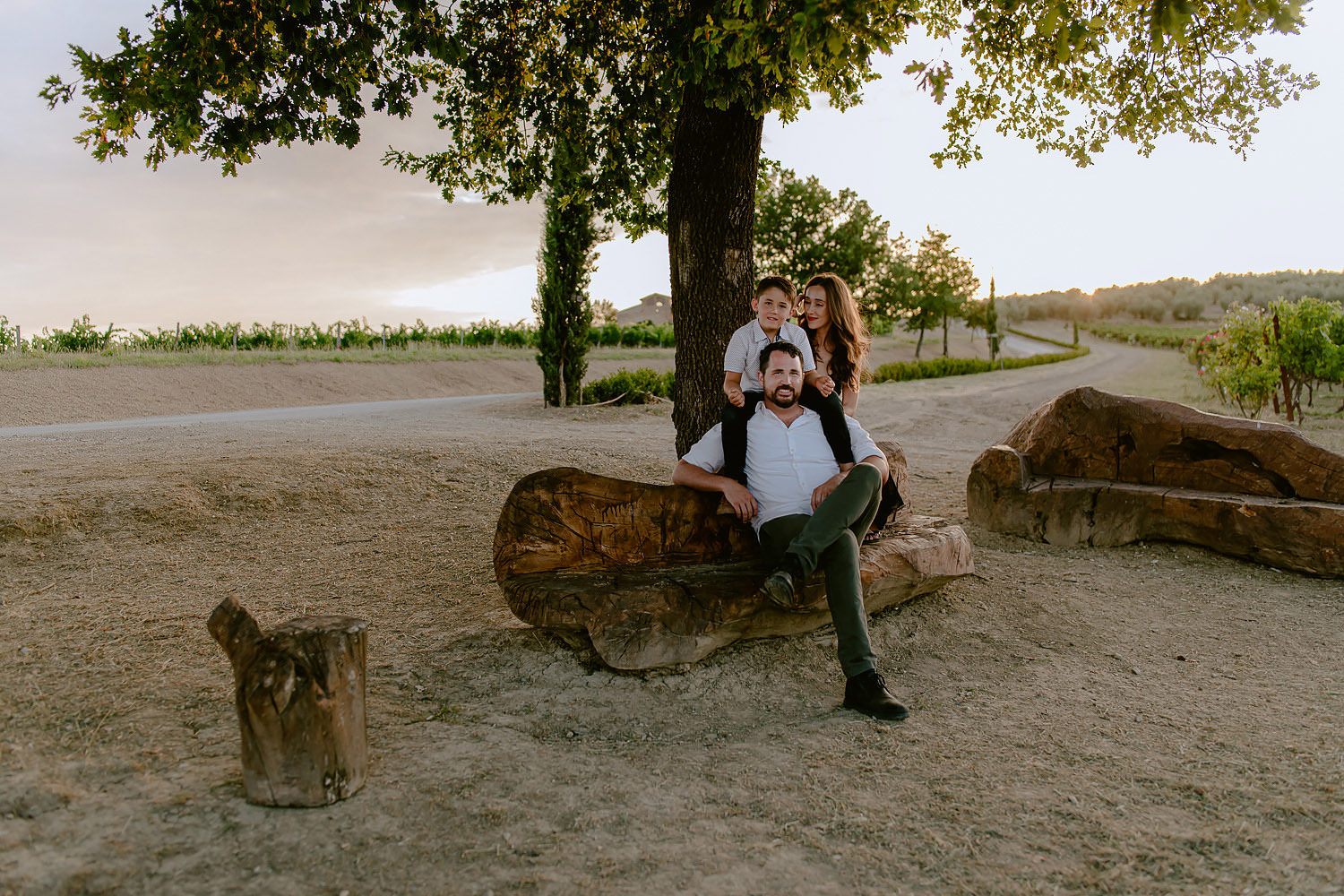 photographer florence family travel vacation chianti rolling hills vineyards chiantishite