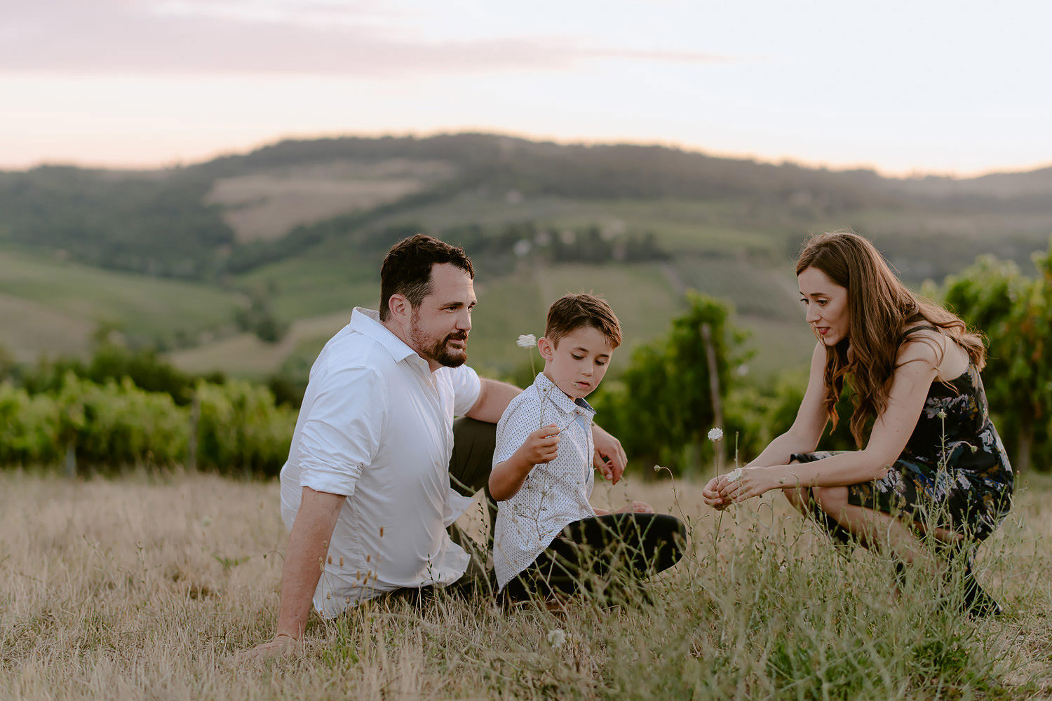 vacation photographer florence tuscany countryside sunset family travel chianti rolling hills vineyards