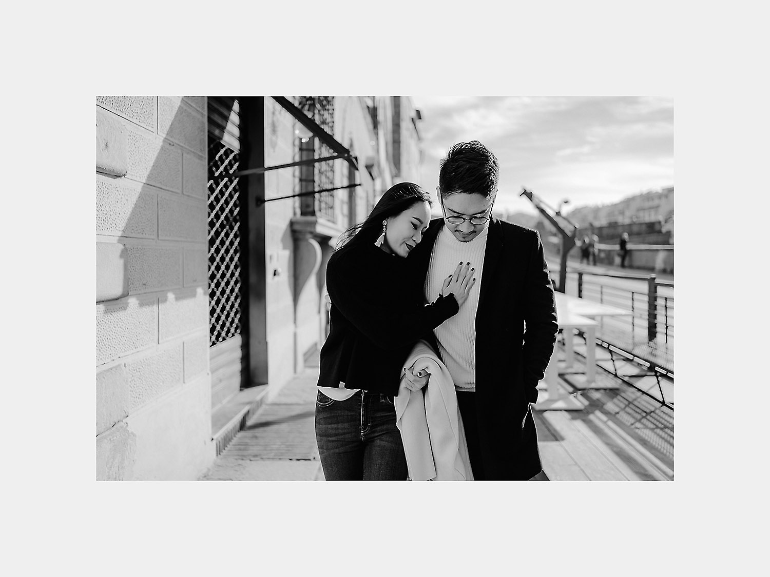 pre wedding photos in florence lungarno relaxed laidback
